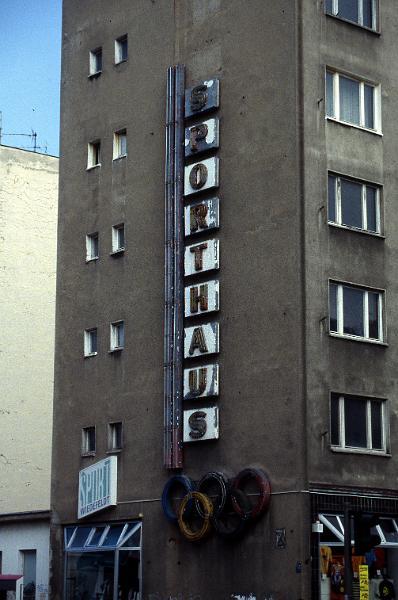 kolonialwaren werbeschriften vergangener zeiten ddr werbung berlin berlin prenzlauer berg. Black Bedroom Furniture Sets. Home Design Ideas